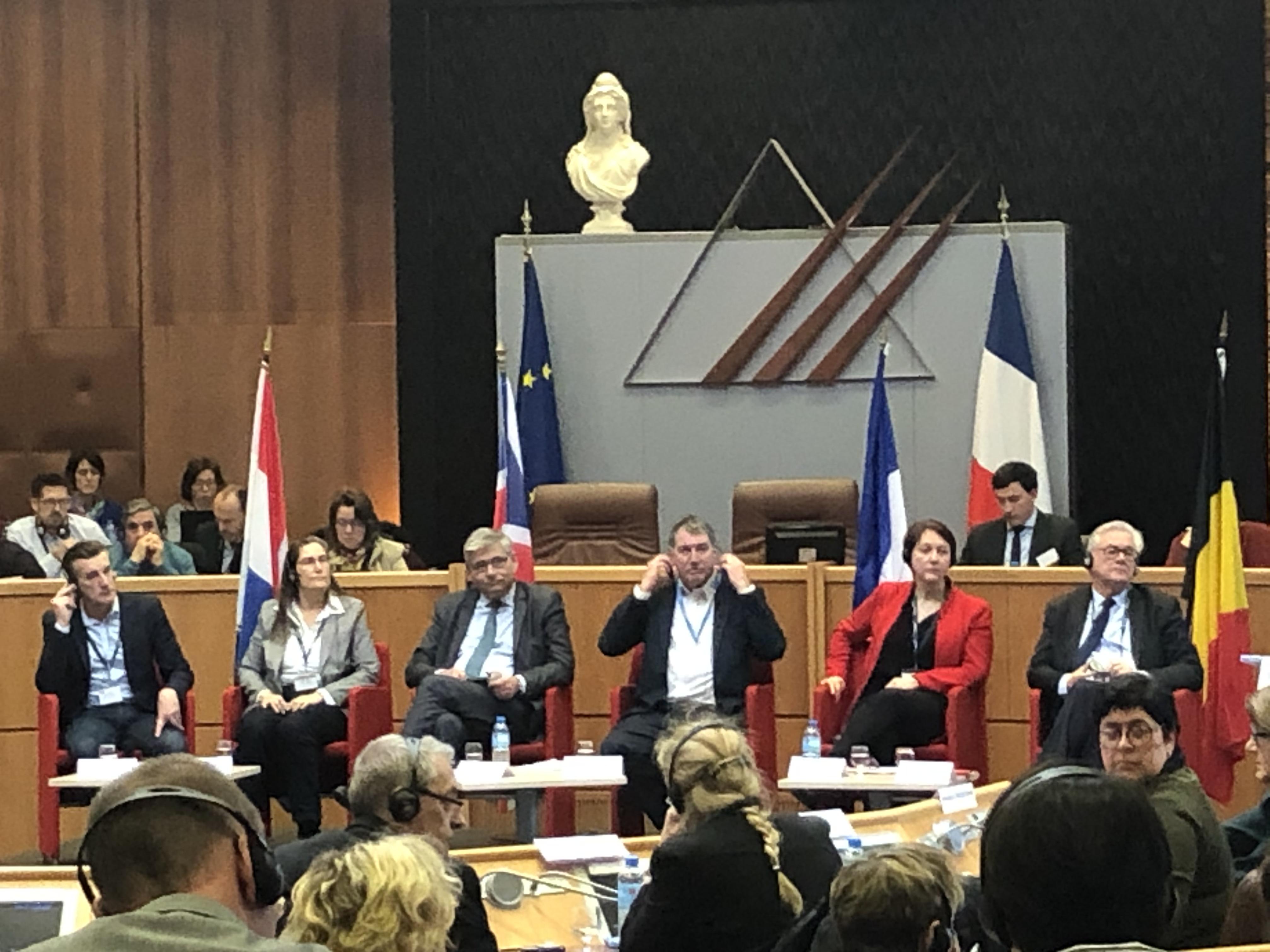 Vraaggesprek met vertegenwoordigers Straits Committee