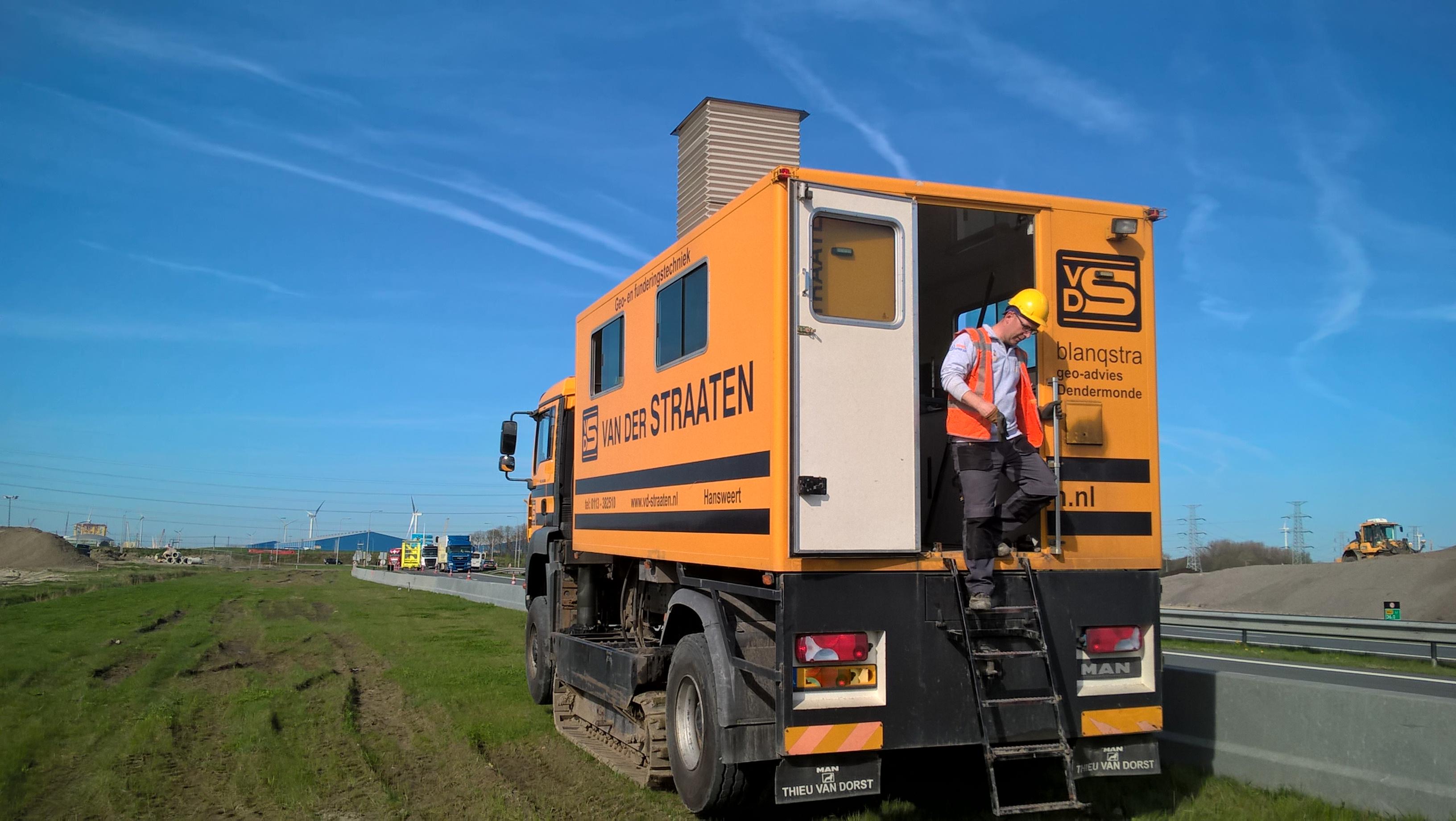 project Sloeweg: vrachtwagen voor grondonderzoek