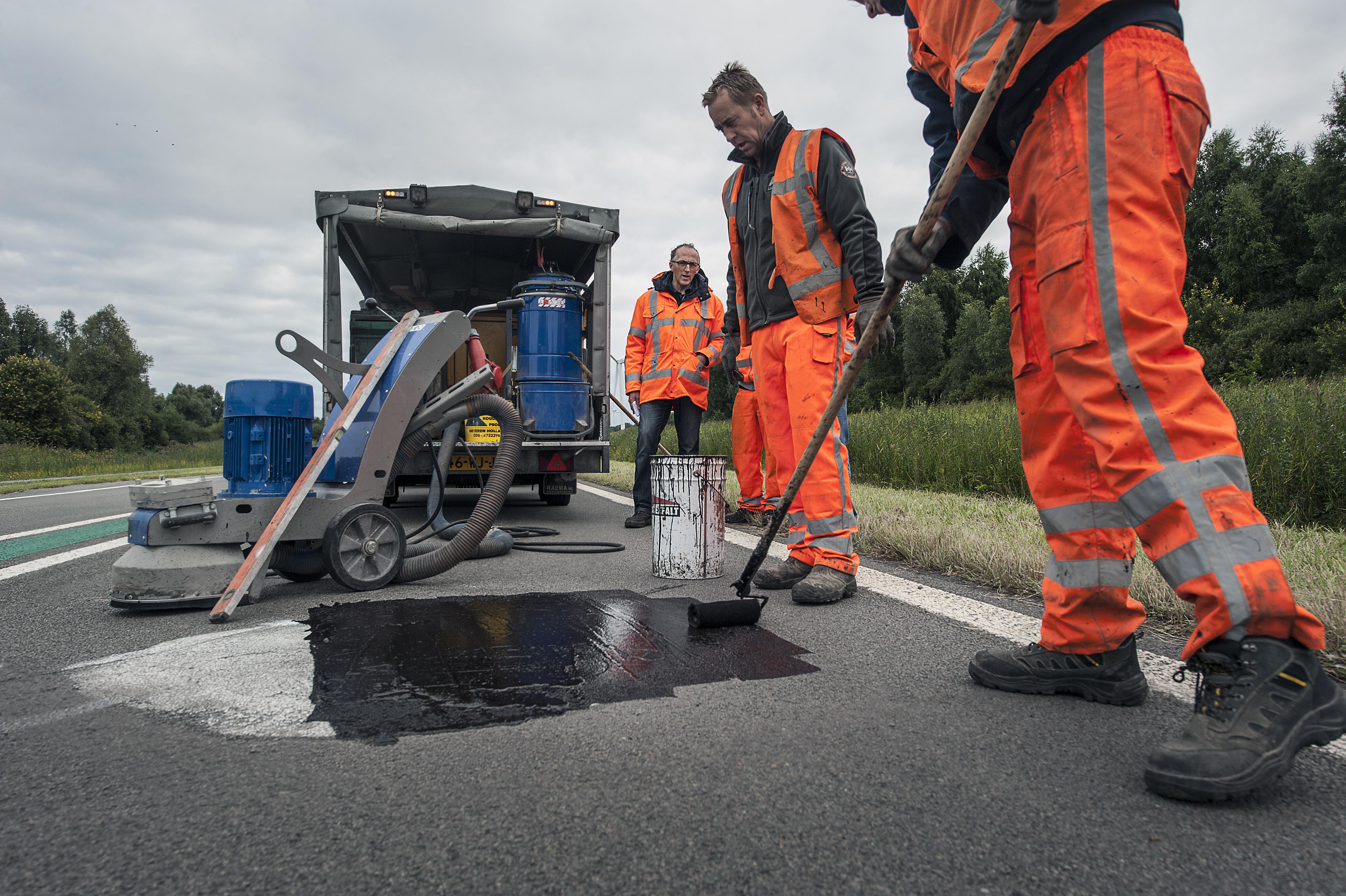 Asfalteringswerkzaamheden aan de weg