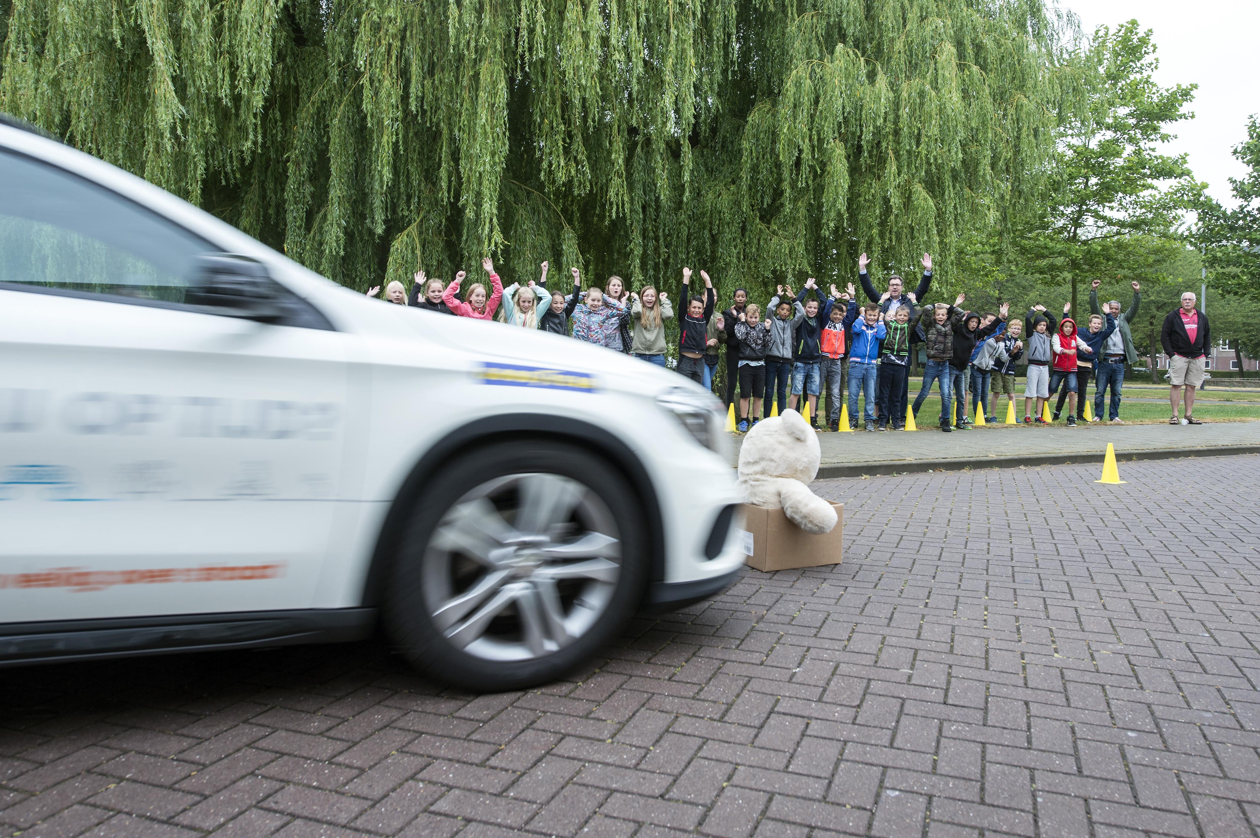 Demo van remmende auto