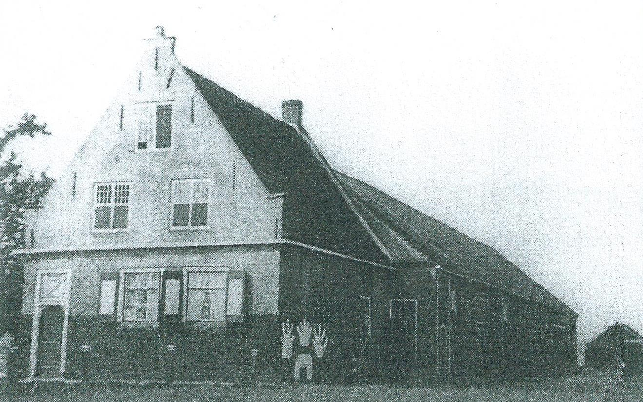 Boerderij De Drie Klauwen rond 1900, in de buurt van de kruising Sloeweg