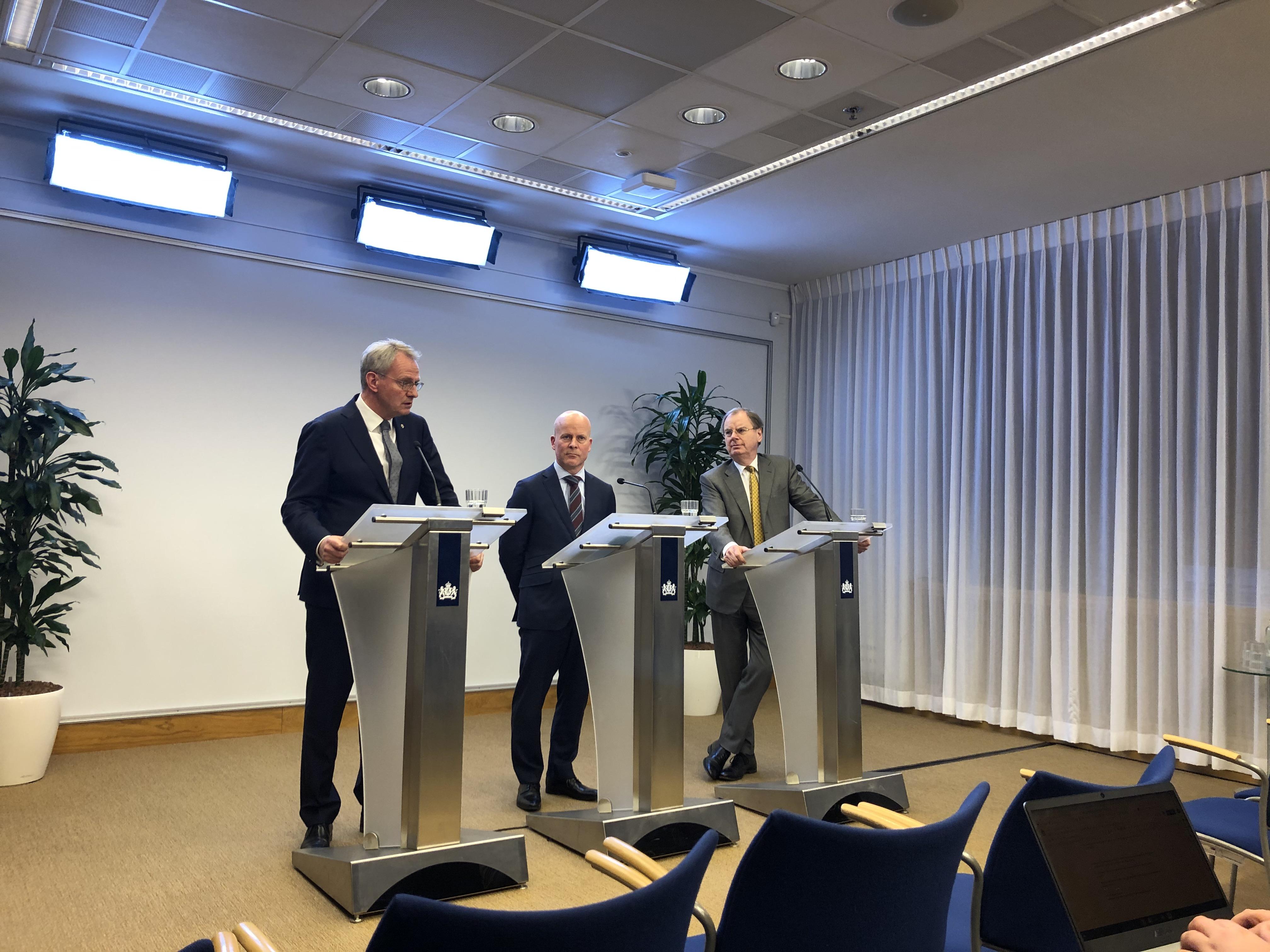 Polman, Knops en Wientjes tijdens de persconferentie