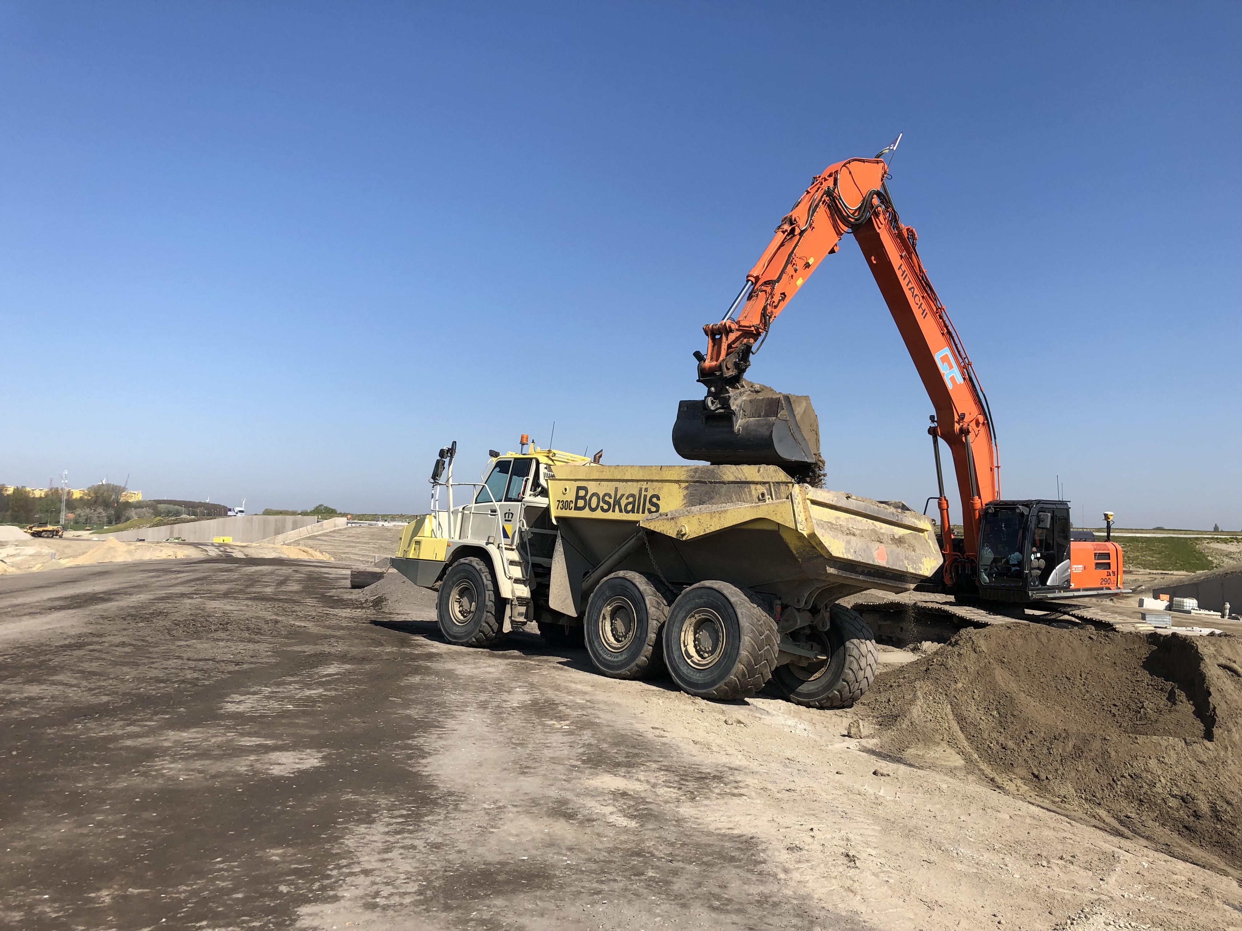 Knooppunt Sloeweg: de dumper op de bouwplaats