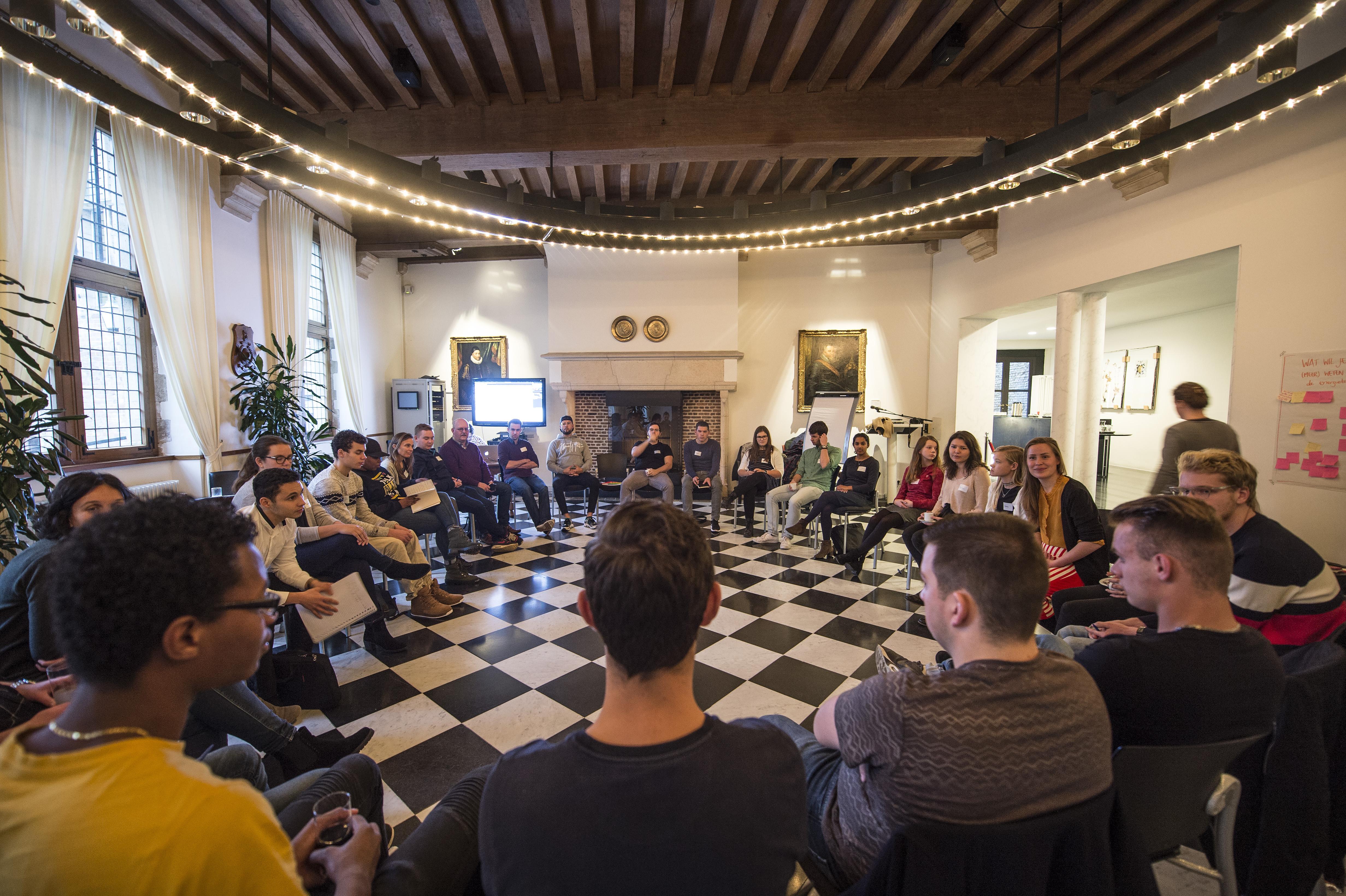 Jongeren tijdens een bijeenkomst van Jouw Zeeland