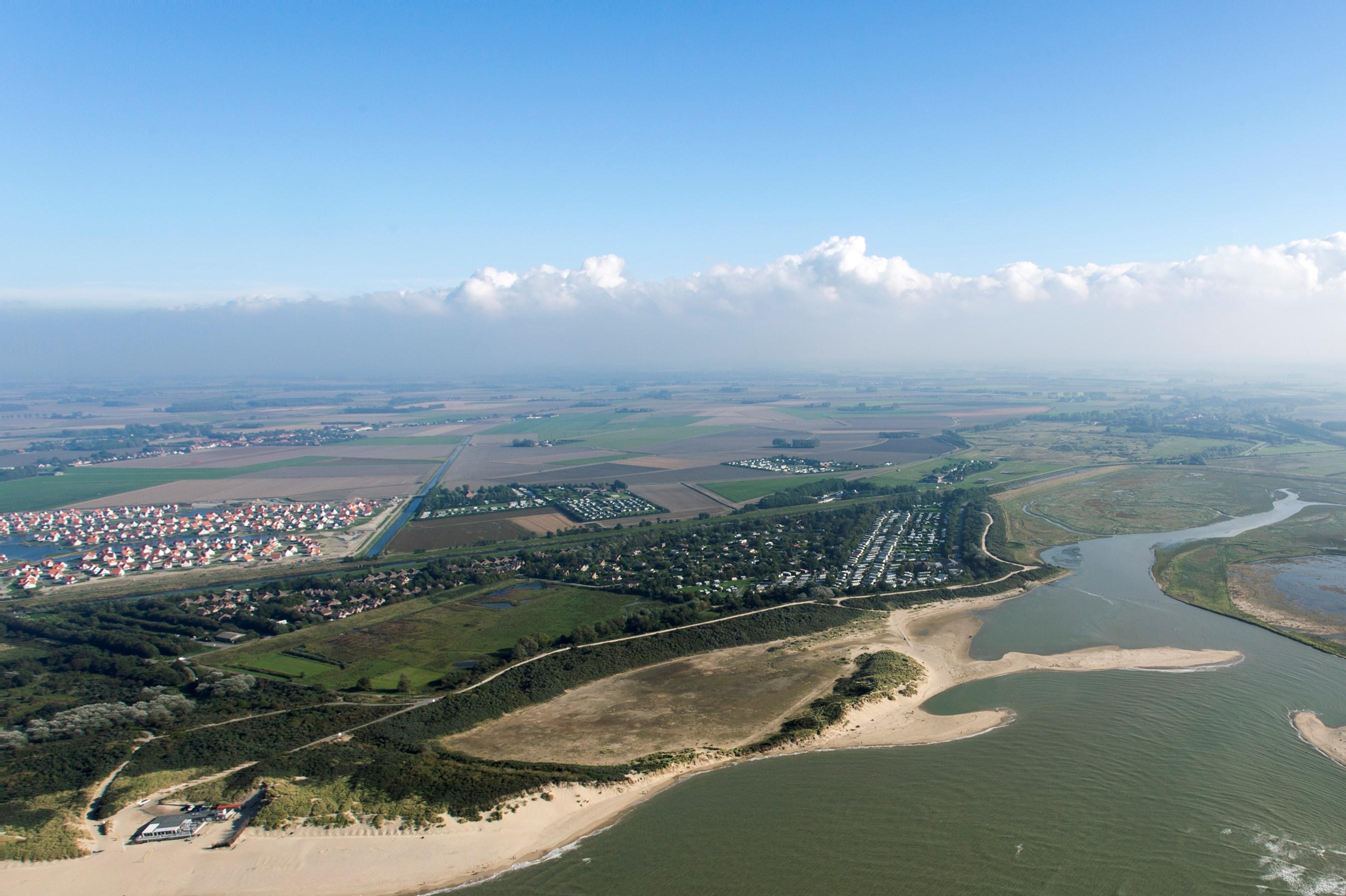 Luchtfoto verblijfsaccommodatie in Zeeland