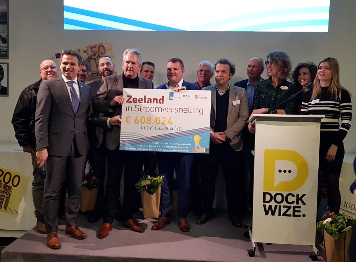overhandiging cheque subsidie Zeeland in Stroomversnelling